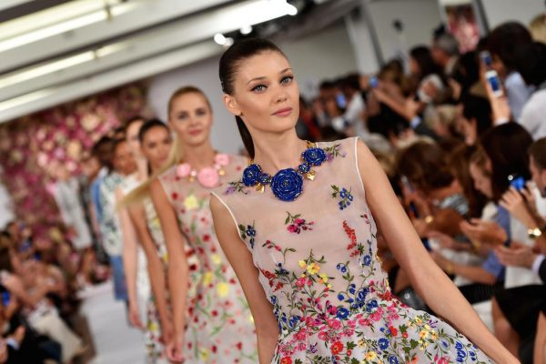 Oscar de la Renta to close Mercedes-Benz Fashion Week Australia