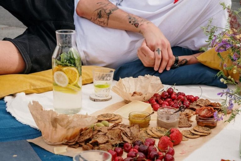 The Spring/Summer picnic essentials you need to enjoy the afternoon.